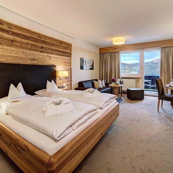 Hotel-Hofbraeuhaus-Zimmer-01-Altholz