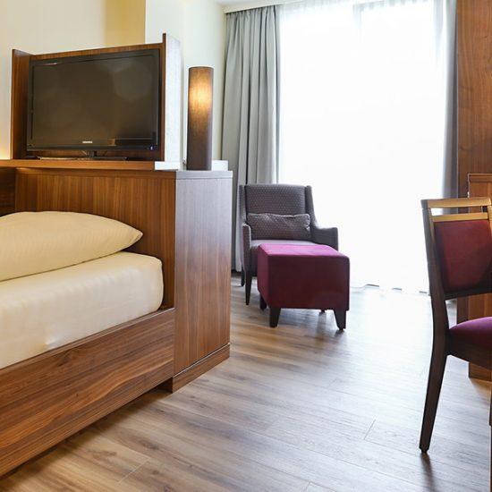 hoteleinrichtung-holzapfel-waldbauer-zimmer-001