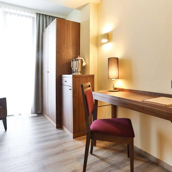 hoteleinrichtung-holzapfel-waldbauer-zimmer-002