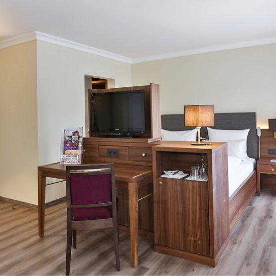hoteleinrichtung-holzapfel-waldbauer-zimmer-007