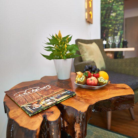 Tisch-Detail-des-Zimmers-NaturZeit