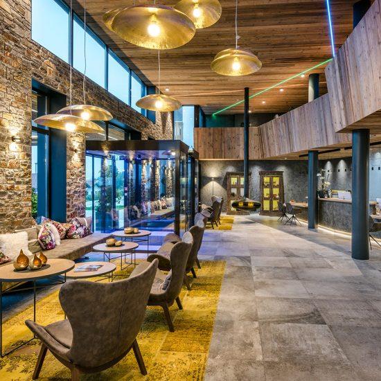 Hoteleinrichtung Waldbauer - Empfang bzw. Lobby im Bayerwaldresort Hüttenhof