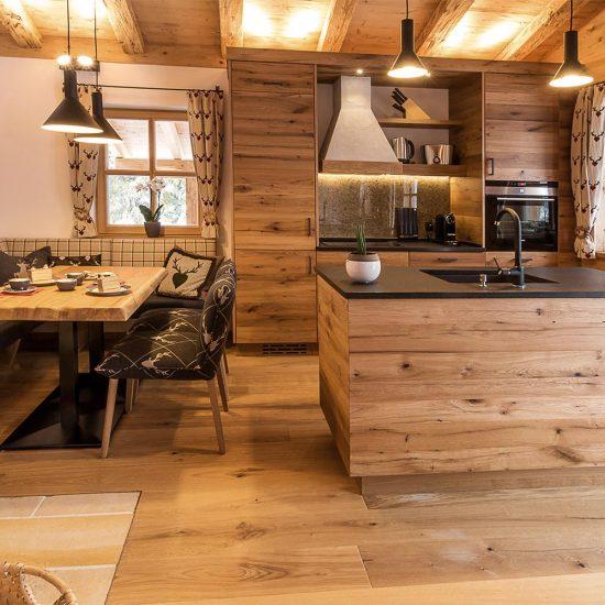 Das Wistlberg Chalet - Ansicht Küche | Waldbauer Hotel- und Chaleteinrichtung