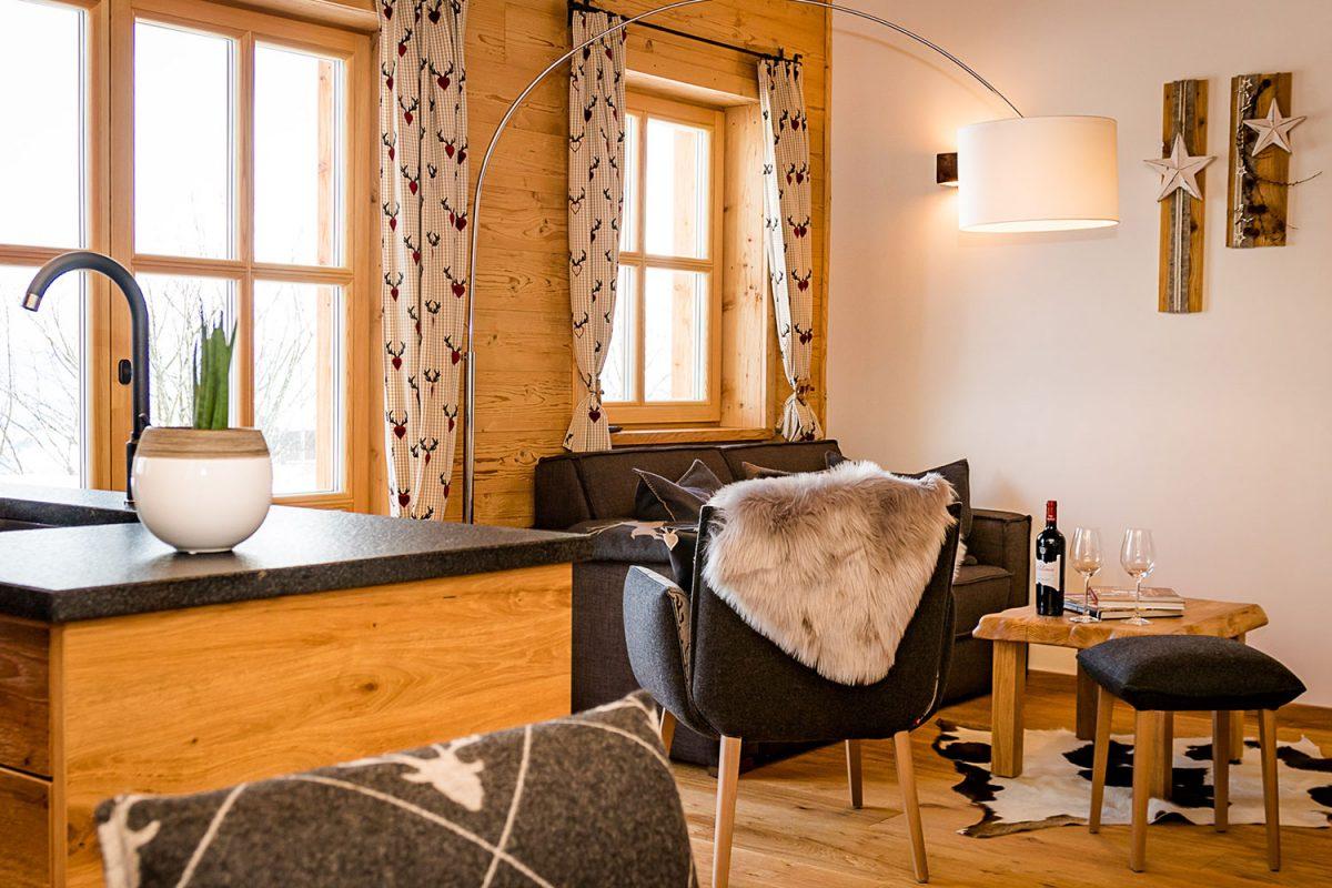 Das Wistlberg Chalet - Ansicht Wohnzimmer | Waldbauer Hotel- und Chaleteinrichtung