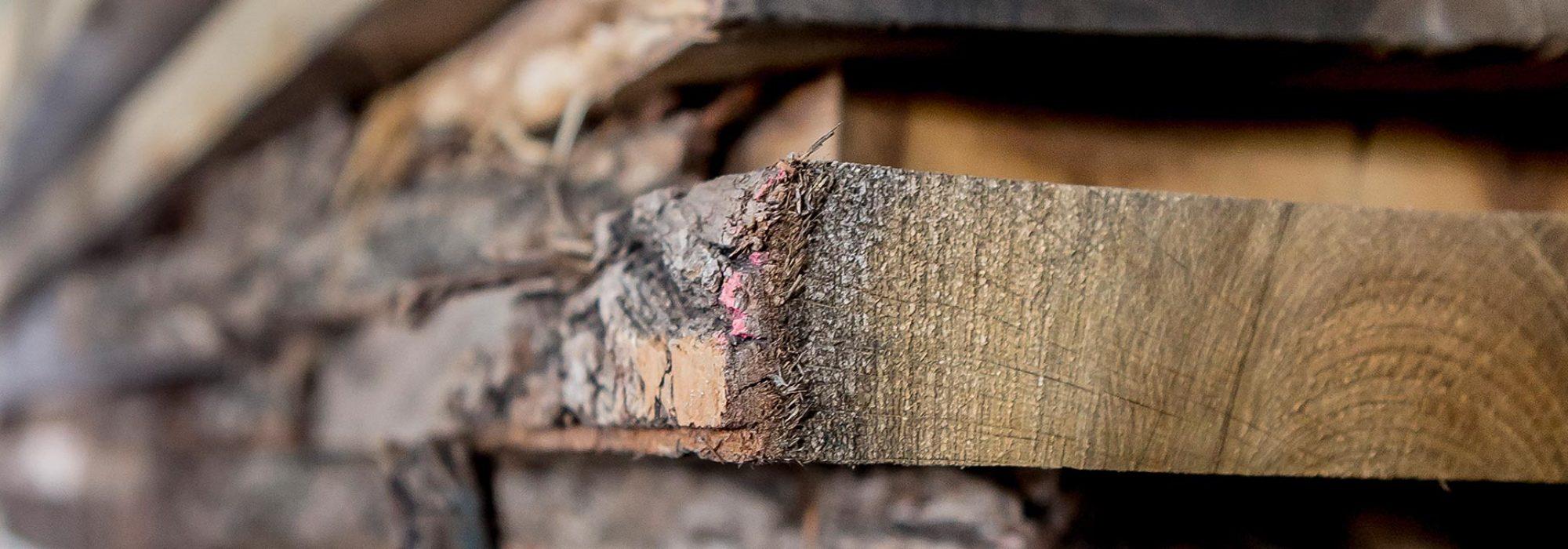 Holz und Altholz wird verarbeitet von der Schreinerei Waldbauer