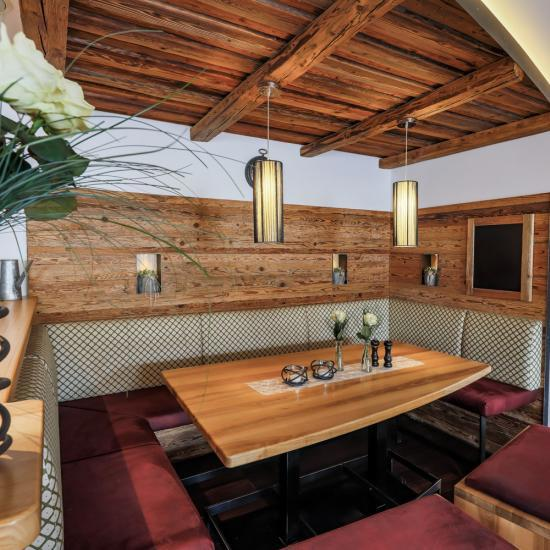 Gasthaus Klessinger - Sitzecke Gaststube | Waldbauer Hotel- und Gastroeinrichtungen