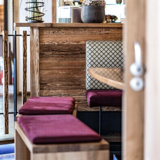 Gasthaus Klessinger - Sitzecke Gaststube Detail | Waldbauer Hotel- und Gastroeinrichtungen