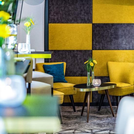 Café Emotions mit ACADEMY Fahrschule in Passau - Gastraum Detail 03 | Waldbauer