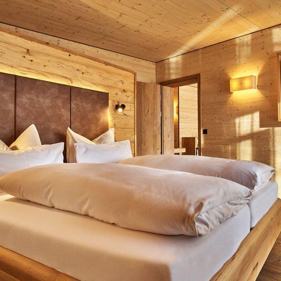 Hoteleinrichtung - Schlafbereich im Hotelzimmer Hotel Riedlberg | Waldbauer