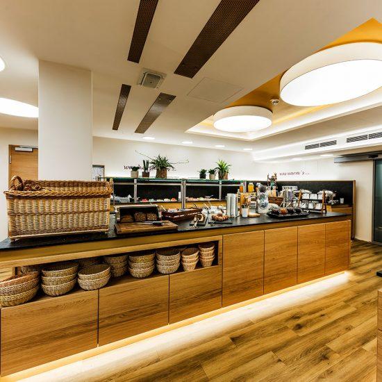 Thermalresort Köck - Hoteleinrichtung mit Frühstücksraum - Buffet-Anrichte
