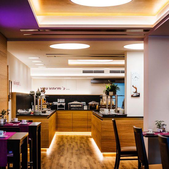 Thermalresort Köck - Hoteleinrichtung mit Frühstücksraum - Buffet