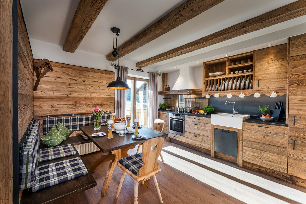 Hussnhof Ferienwohnungen Küche und Essbereich | Waldbauer Hotel- und Gastroeinrichtungen